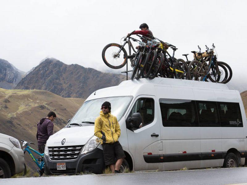 inca avalanche trail, loading Mountain bikes